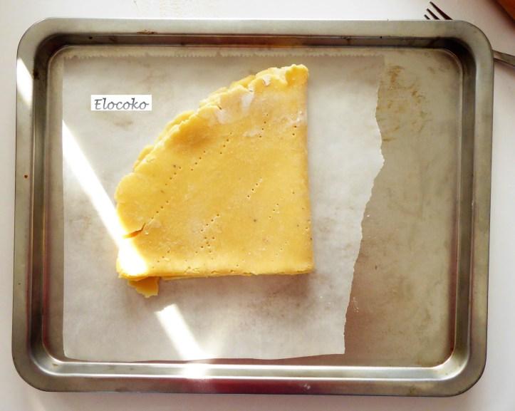 Pâte sucrée 8 : pliage de la pâte pour la déposer dans le cercle