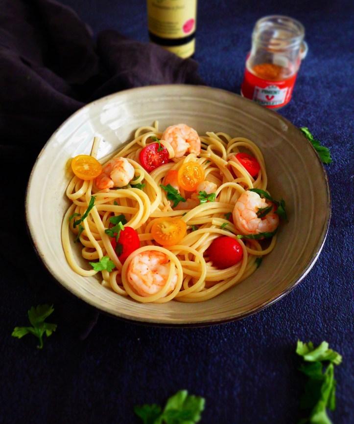spaghettis aux crevettes, tomates et piment d'Espelette