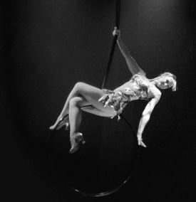 Cerceau aérien show girl année 30