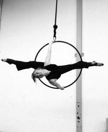 Danseuse aérien cerceau cabaret numéro gala