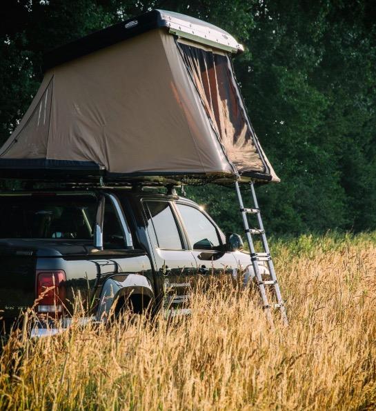 Super idée cadeau homme, Naïtup la tente hussarde sur voiture parfaite pour le voyage, le camping, trekking, sport, les escapades et week-ends à 2 ou en famille (elle existe pour 2 ou 4) je n'ai pas les moyens de me l'offrir mais j'en rêve totalement !!!