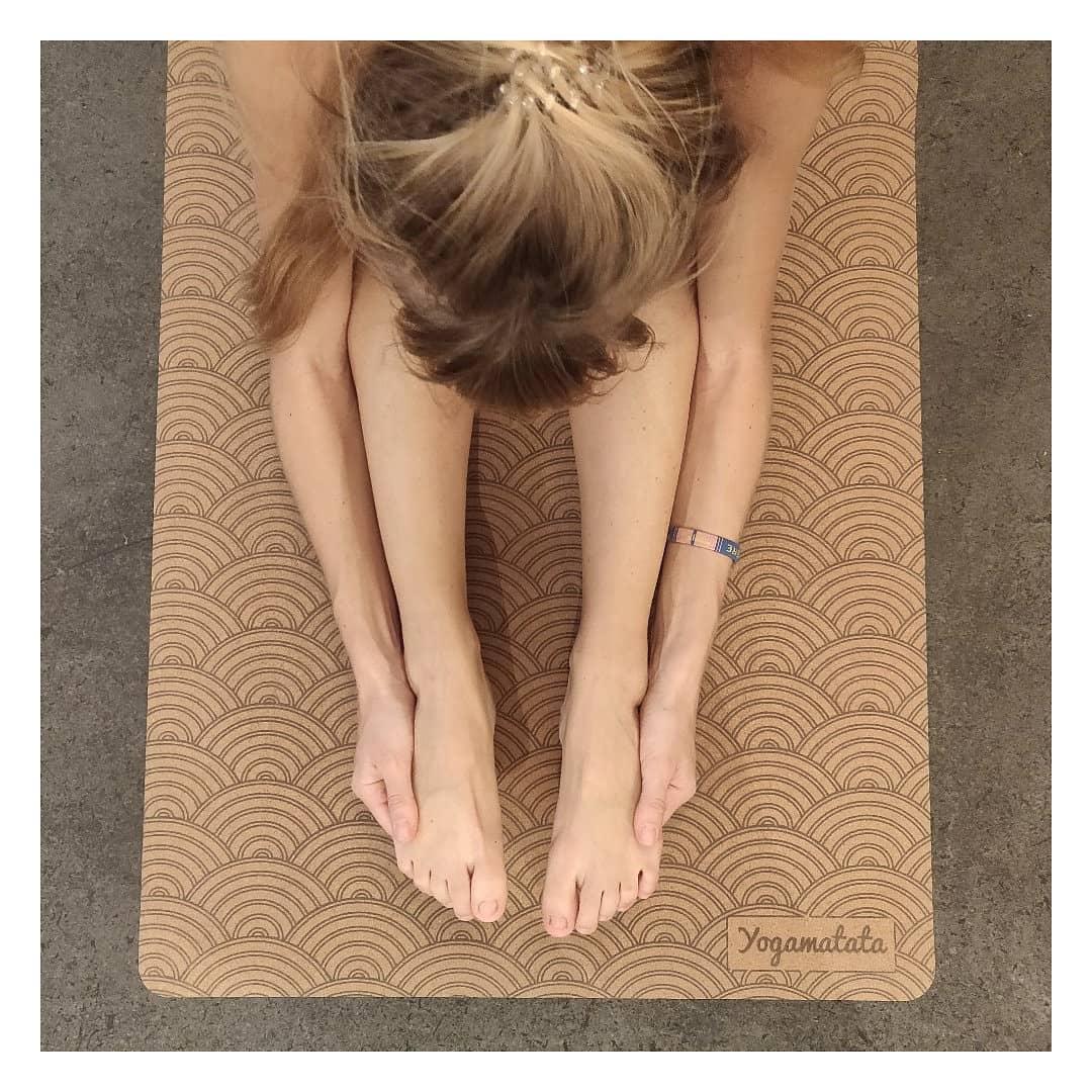 Yogamatata, tapis de yoga écologique antidérapant en liège ! Une super idée de cadeau de noël écolo. #yoga #yogafrance #franceyoga #tapisdeyoga #yogamour #modeéthique #onestpret #ilestencoretemps #developpementdurable