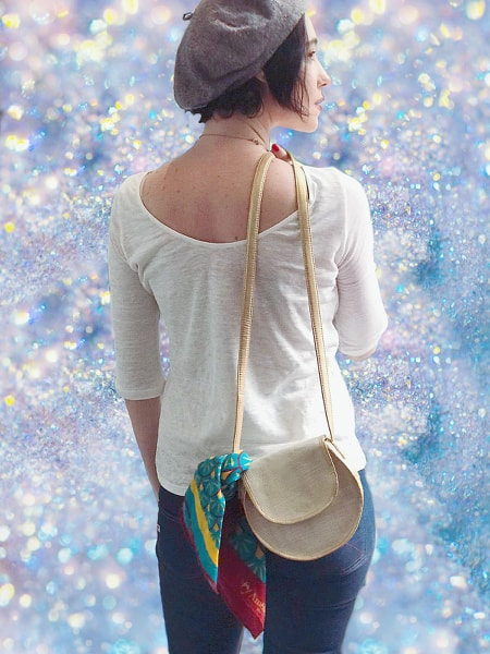Amédée 1851, foulards et écharpes éthiques en mérinos inspirés du style Art Déco ! Une belle idée de cadeau éthique et écologique pour femme ou homme, dans la lignée de la mode éthique et écologique ! #idéecadeau #foulard #écharpe #modeéthique #modefemme #femme #mode #accessoires #artdéco #artdeco #chic #parisianstyle #parisien #parisienne #frenchstyle #frenchie