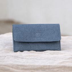 pochette bleue vegan piñatex cuir d'ananas fabriquée en france éthique écologique éco-responsable
