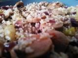cuscús de calabacín, cebolla roja y salchicha