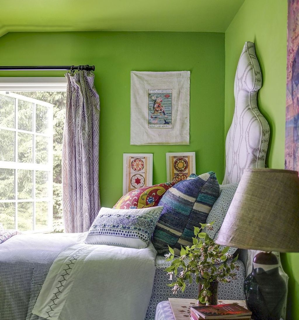 Small Bedroom Layout and Organization Part 33