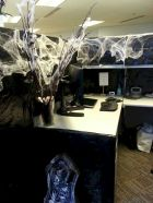Inspiring Decoration Ideas of Halloween Cubical Office (44)