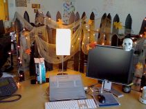 Inspiring Decoration Ideas of Halloween Cubical Office (67)