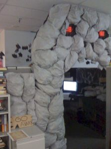 Inspiring Decoration Ideas of Halloween Cubical Office (9)