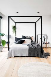 Inviting Bedroom Concept with Warm Beautiful Rug Decor Part 19