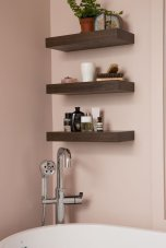 DIY bathroom shelves from wood pallets that improve bathroom looks Part 16