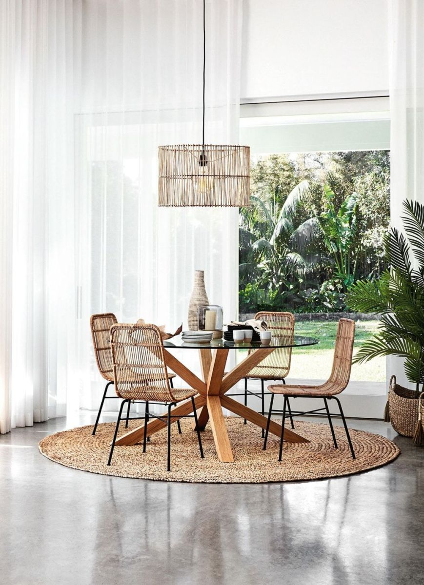Modern Coastal Home Designs with Traditional Dining Room Twist Part 20