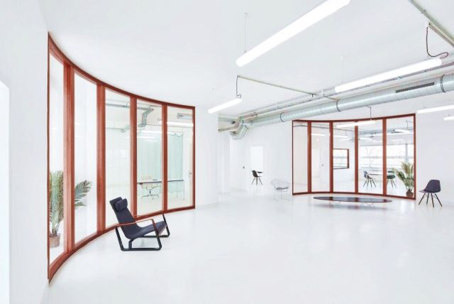 Curving office glass pane to give more style that update the look of Marine Serre workshops Paris