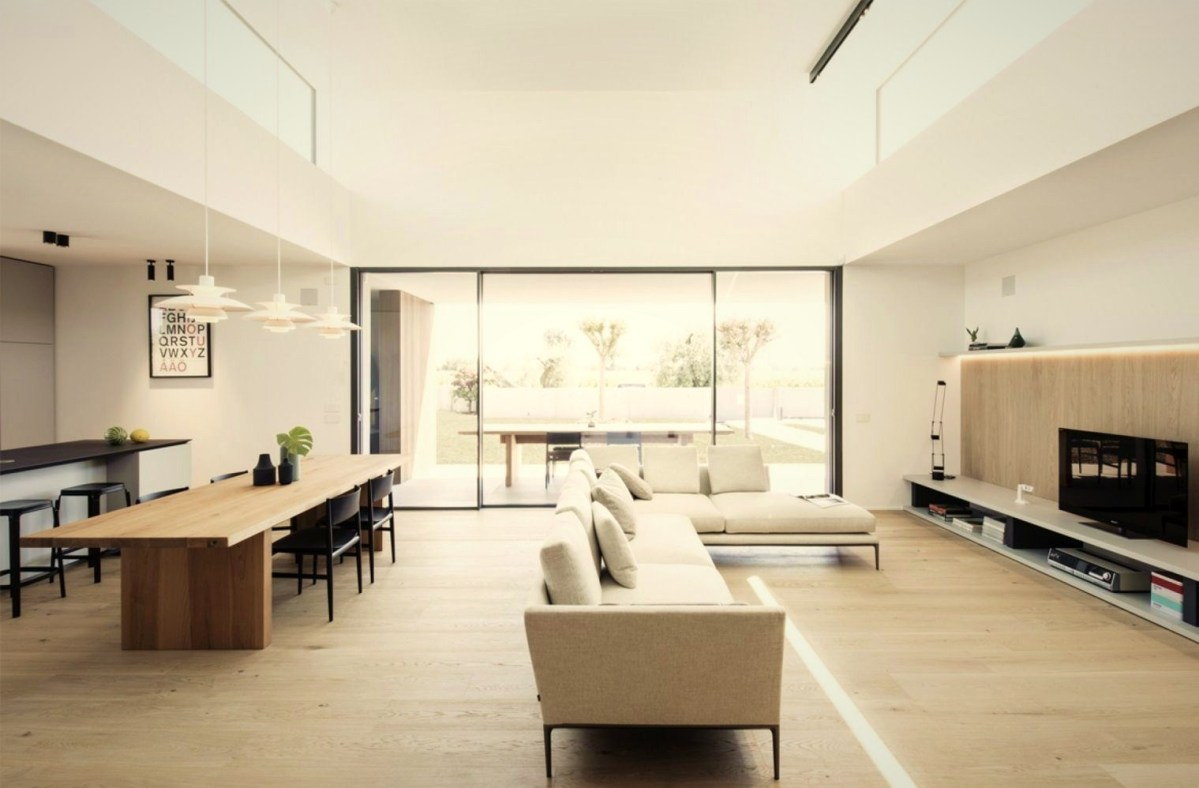 Airy living room with ceiling windows that allow much light to the interior area (2)