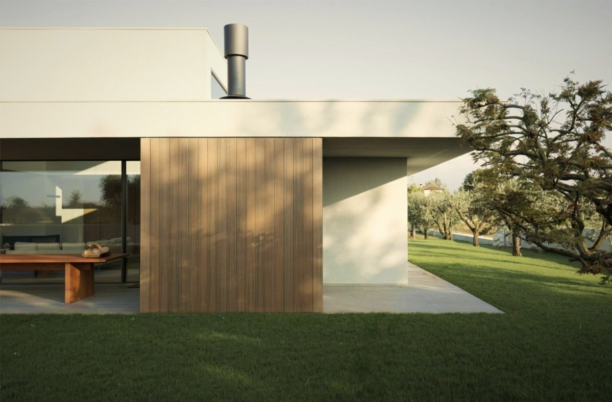 Impressive architecture work underscoring flat roof house style in the middle of green grass field (2)