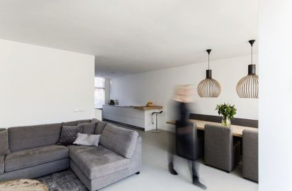 Bright tranquil house from Arjen Reas with homey interior design illuminated by natural light House K (2)
