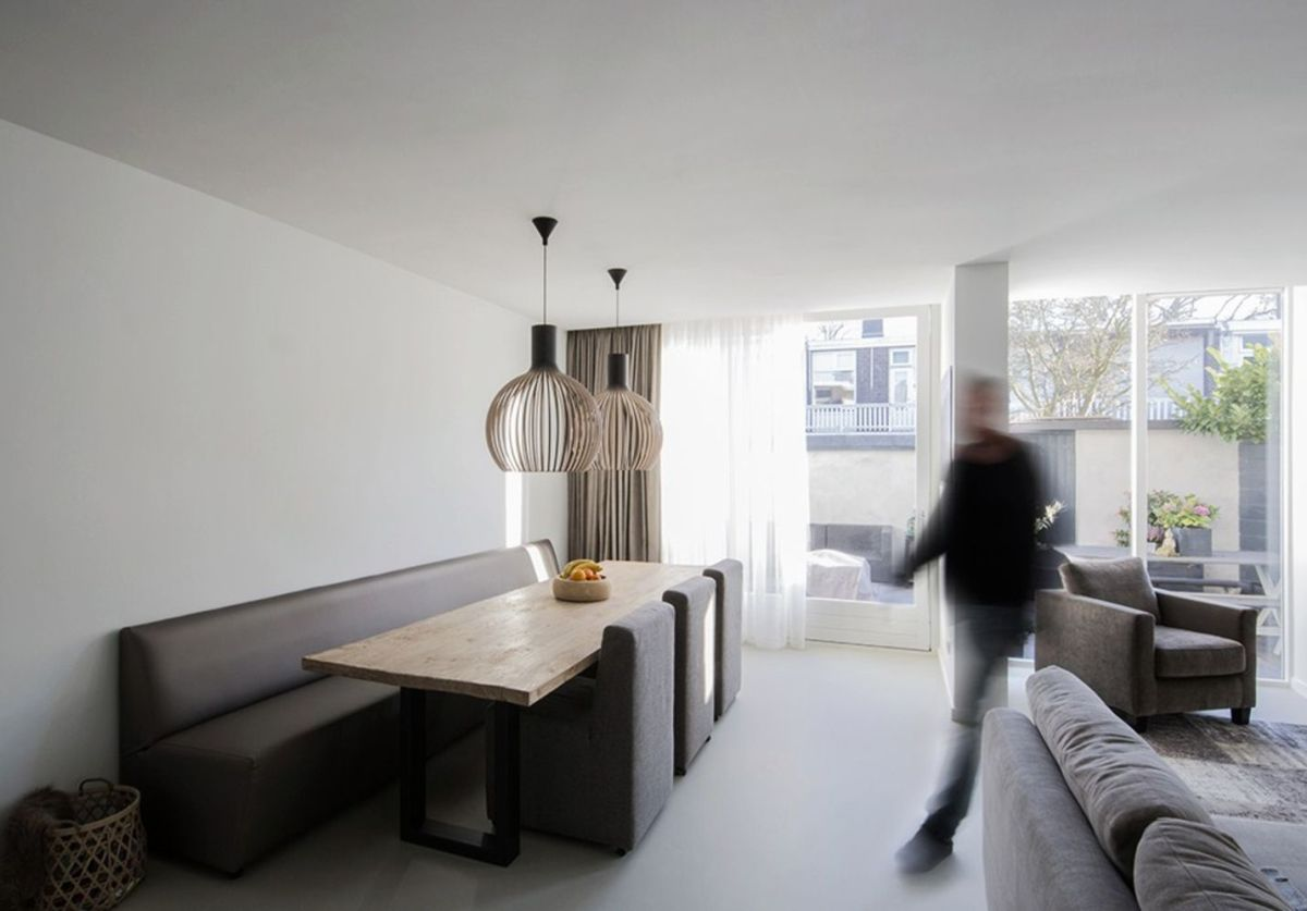 Bright tranquil house from Arjen Reas with homey interior design illuminated by natural light House K (5)