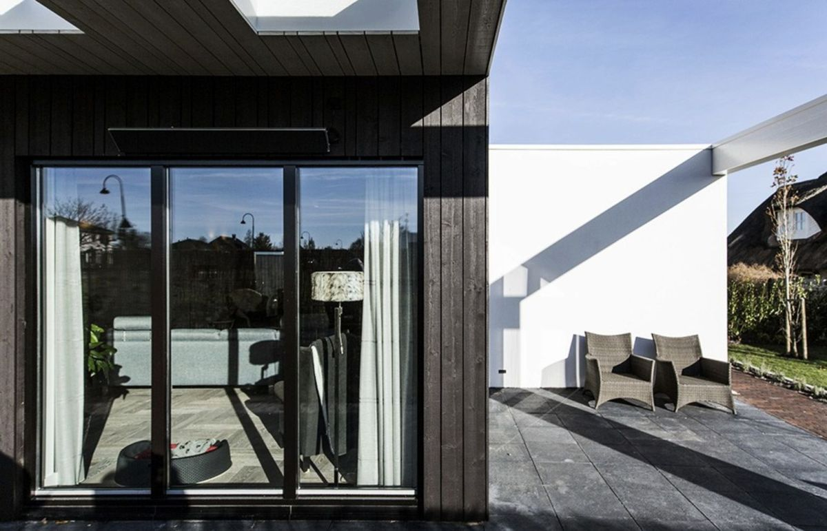 Creative architecture design maximizing outdoor space with open terrace that has unique concept fur multiple occasions (7)