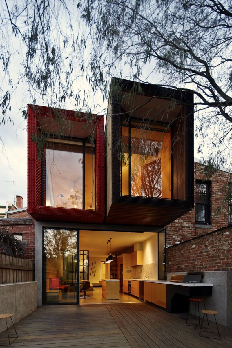Modern urban house style with cantilever structure for useful backyard terrace Moor House (1)