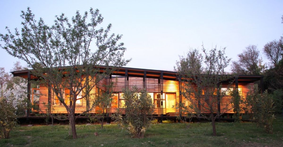 Wooden house design that embraces the nature surrounded by prosperous environment and fruit trees Casa Lo Cañas (1)
