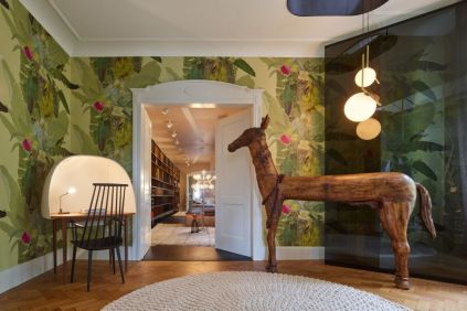 Fascinating home style with lots of mementos and inspirational pieces (10)