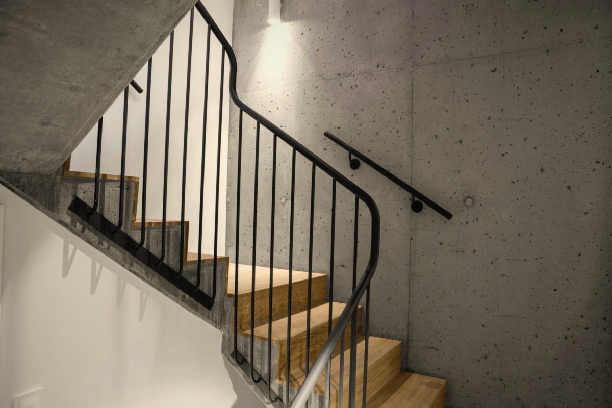 Modern contemporary house styles that combines European castle concept with cozy modern interior (4)