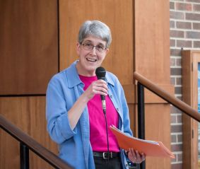 Professor of History Mary Jo Festle describes growing up in Chicago in her Talk on the Steps for CLYBOURNE PARK 14 April 2016. Photo by Tony Spielberg.