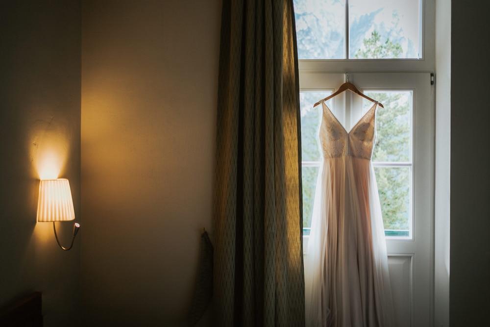 Blitzkneisser2-Foto-Pragser-Wildsee-Hochzeit-italy-elopement-wedding-photographer-packages-destination-boho-bride-lake-lago-di-braies-intimate-mountain-adventure
