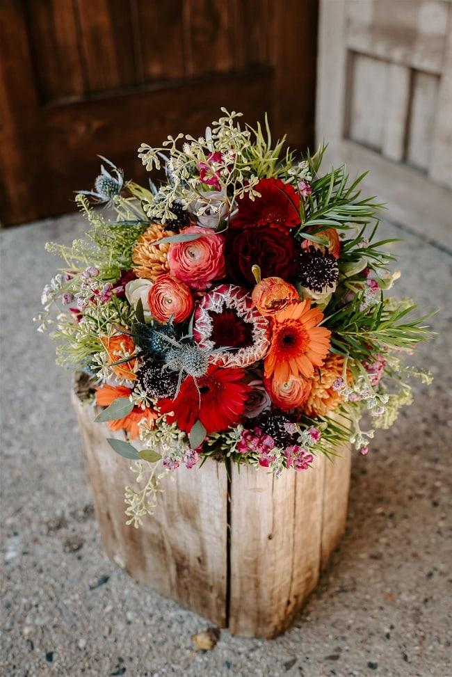 Courtney1-Lynn-colorado-adventure-elopement-packages-destination-wedding-photographer-estes-park-elope-intimate