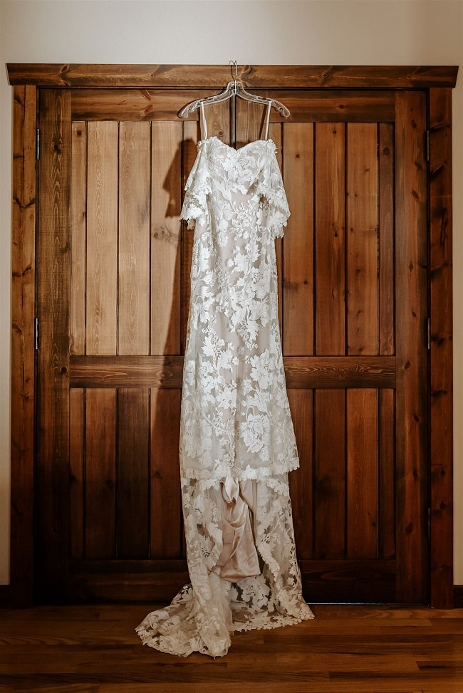 Courtney2-Lynn-colorado-adventure-elopement-packages-destination-wedding-photographer-estes-park-elope-dress