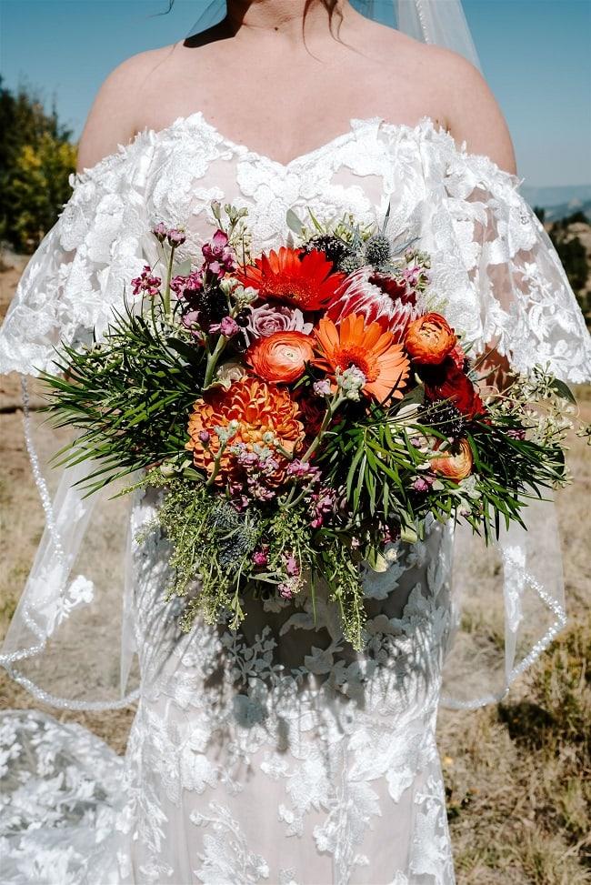 Courtney22-Lynn-colorado-adventure-elopement-packages-destination-wedding-photographer-estes-park-elope-flowers