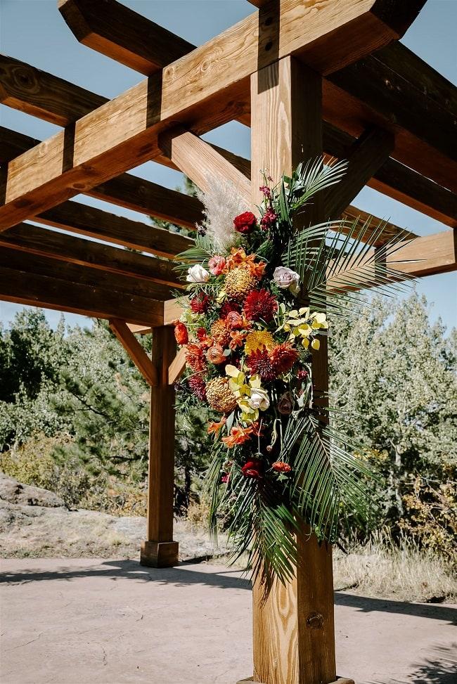 Courtney40-Lynn-colorado-adventure-elopement-packages-destination-wedding-photographer-estes-park-elope-flower-design