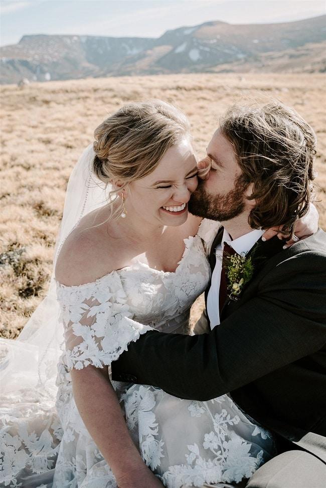 Courtney73-Lynn-colorado-adventure-elopement-packages-destination-wedding-photographer-estes-park-elope-kiss