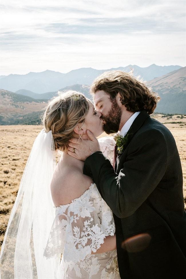 Courtney78-Lynn-colorado-adventure-elopement-packages-destination-wedding-photographer-estes-park-elope-kiss