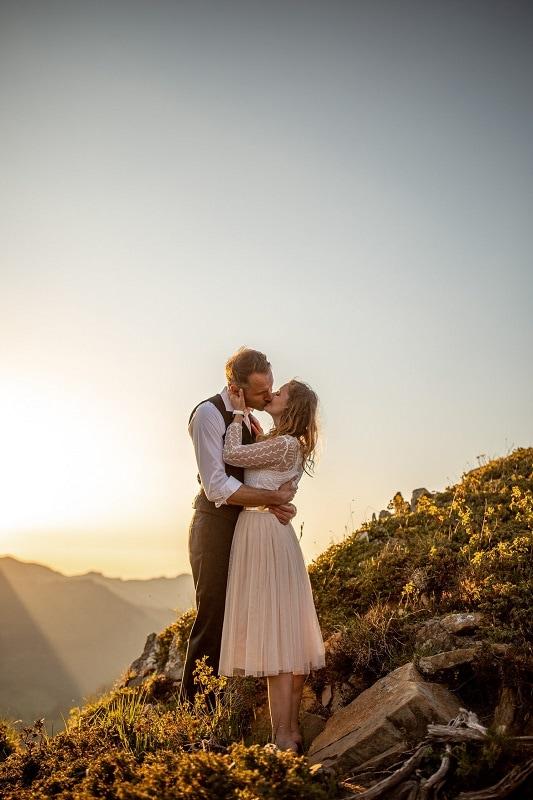 030-mountain-elopement-wedding-austria-wild-embrace-sunset-photography-elope-intimate-outdoor-mountain-ceremony-adventure