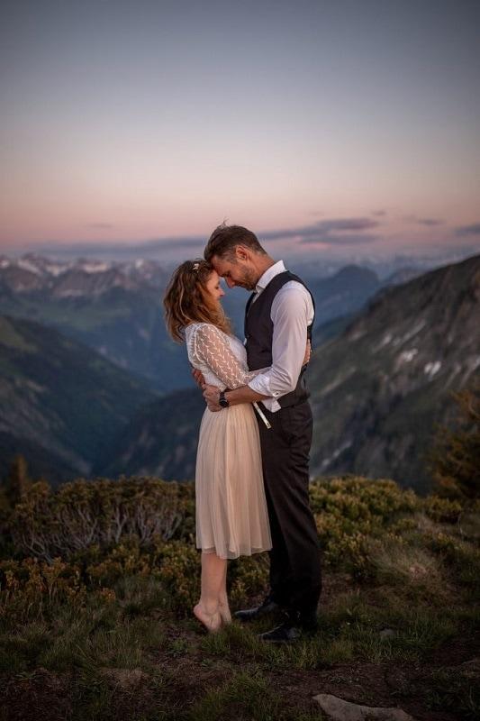 059-mountain-elopement-wedding-austria-wild-embrace-sunset-photography-elope-intimate-outdoor-mountain-ceremony-adventure