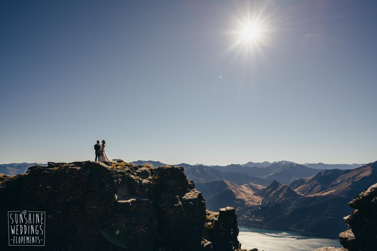 bride and groom on the ledge Queenstown