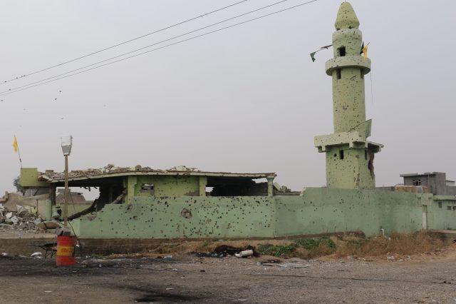 Restos de una mezquita chií, frente de Salah ad Din, Irak. Antonio Ponce (30 Enero 2015)