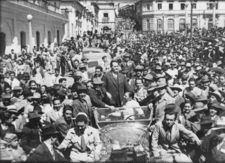 En la fotografía Juan José Arévalo tras salir victorioso de los comicios electorales.