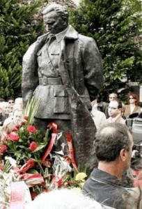 Escultura que rinde honor a la figura de Josip Broz Tito