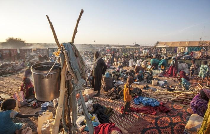 27 de enero de 2015. Um Baru: Miles de nuevos desplazados buscan refugio en las afueras de la base de la UNAMID en Um Baru, Darfur del Norte. Fotografía de Hamid Abdulsalam, UNAMID.