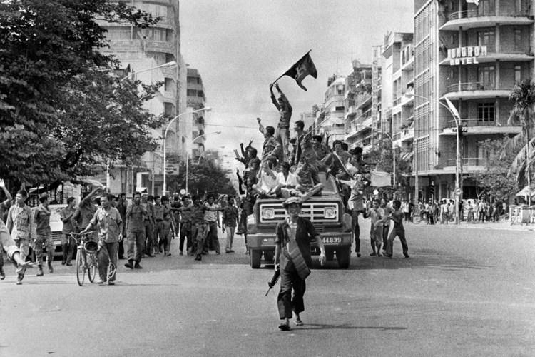 Entrada de los Jemeres Rojos en Phnom Pehn en 1975. Fuente: IBTimes