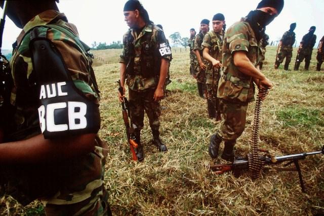 Los paramilitares colombianos, enemigos de la guerrilla