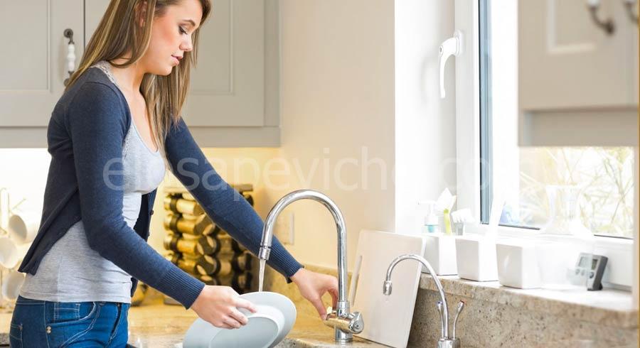 Lavare i piatti migliora la salute e potrebbe prolungare la vita