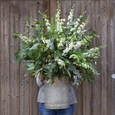 16 Beautiful Rustic Green And White Flower Arrangements 04