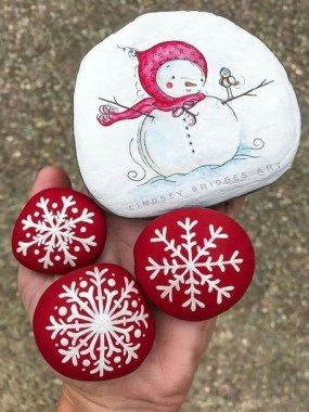 16 Best DIY Christmas Painting Rocks Design 05