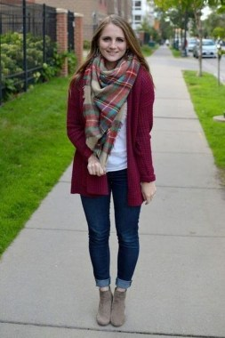 17 Hottest Winter Outfits Ideas With Scarf That Adds To Your Beauty 10