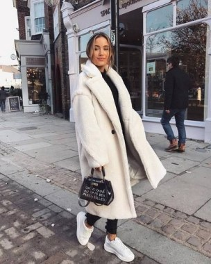 20 Adorable Women Winter Coat Ideas 25