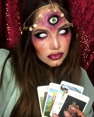 21 Pretty But Scary Clown Makeup For Teen Girls 07