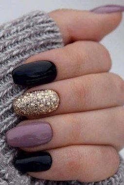 24 Glamorous Color Combinations For Winter Nail Arts 06
